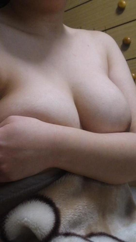 【素人おっぱい画像】手ブラで隠し切れない巨乳を自慢する自撮り女子wwwwwww【画像30枚】30_20180815011522d26.jpg