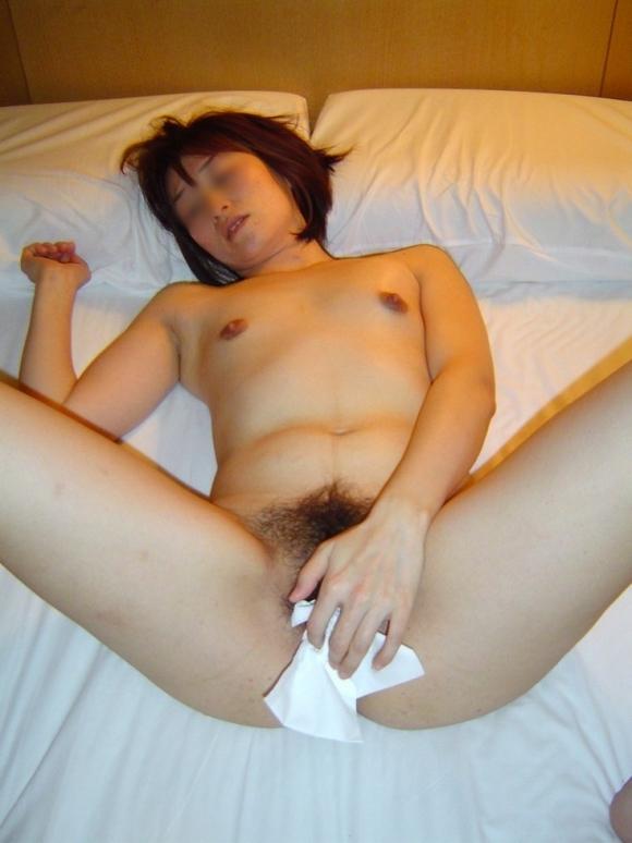 【事後処理】セックス後にティッシュで処理がんばってる女の子wwwwwww【画像30枚】30_2018082515165435c.jpg