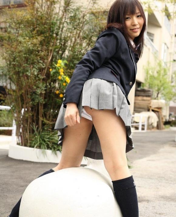 【女子校生】制服JKのパンチラは何事にも代えがたいエロさを誇るwwwwwww【画像30枚】30_20180904174356ac1.jpg