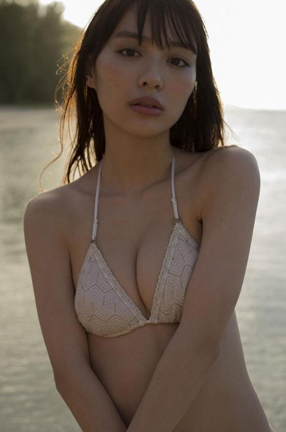 これが内田理央ちゃんのセクシーグラビア特集の最高峰!!!【画像50枚】33_201710280056011b0.jpg