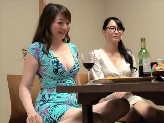 【人妻ナンパ】相席居酒屋で真面目メガネとハミ乳奥さま 必死に口説いて店内でこっそりセックス 盗撮映像 [HD]