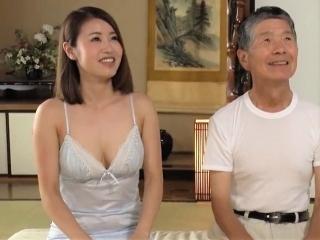 《巨乳人妻》 68歳以上の紳士が頑張る昼顔!巨乳妻のまんまるオッパイが最高![吉田花]