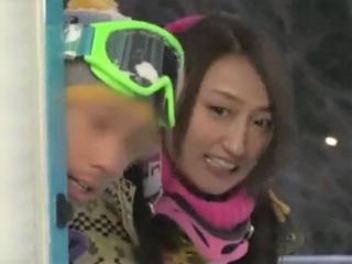 《素人ナンパ企画》 スキー場に訪れたカップルに「疲れた体ケアー」と称して…半外半中の真正なかだし