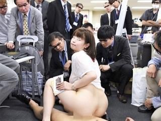 《SOD女子社員》 えぇ~ウソでしょ!恥ずかしすぎます!全員監視でオフィスで合体 見すぎですう~!