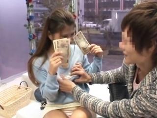 《素人ナンパ》 『超恥ずかしいなぁ~』と言いつつ、お金を貰ってメッチャ嬉しそうなんだが…w