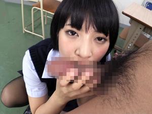 【阿部乃みく】教室で黒パンストデカ尻で挑発してフェラ抜きするショートカット制服美少女