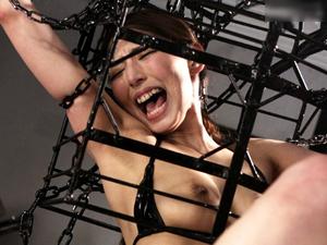 【秋吉ひな】特殊拘束器で完全に身動きがとれないままチンポで突かれイキ続ける美ボディ長身M女