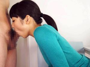 【有本紗世】ノーブラ若妻が手を使わないフェラチオでチンポを味わう!