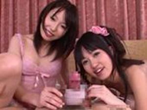 可愛い義姉妹が電マとオナホ手コキでチンポを責めちゃう!朝倉ことみ 有村千佳