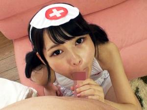 【跡美しゅり】コスプレつるぺた美少女が手コキフェラでチンポ責めしてSEXでイキまくって中出し!