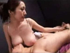 Jカップ巨乳痴女の授乳手コキで大量射精!!JULIA