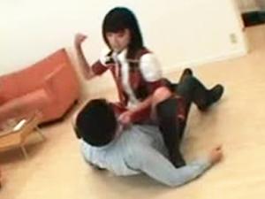 【M男】可愛いアイドルがブチ切れる!下着ドロボー変態男に暴行制裁!琥珀うた