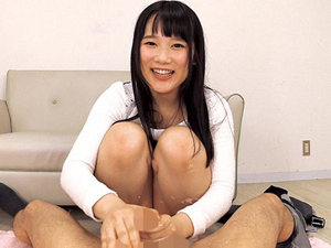 【宮崎あや】デカ尻を見せつけ脱ぎたてパンティをチンポに巻きつけパンコキ!射精直後の敏感亀頭を刺激し続け男の潮吹きさせる美少女!