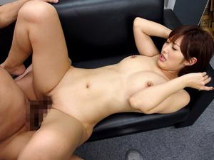 【水野朝陽】近所のスーパーの店長に言い掛かりをつけられフェラを強要され裸にされチンポ挿入まで求められる巨乳妻