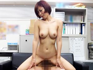【水野朝陽】万引きの濡れ衣で店長に性的奉仕やオナニー要求される巨乳妻