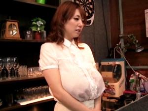 【桜木美央】産休明けのLカップ爆乳ママの溢れるミルクが飲み放題でパイズリ奉仕してくれる母乳バー