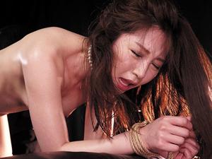 【佐々木あき】拘束された美人妻が電マとマシンバイブでの何度も絶頂させられる快楽拷問