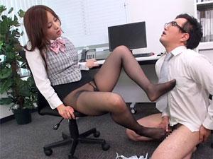 【M男動画】佐々木恋海 新入社員の性根を黒スト足コキで叩きなおす痴女OL