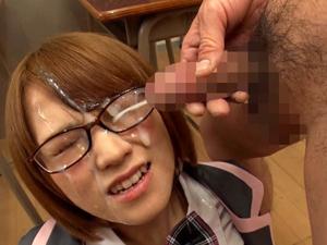 【椎名そら】ショートカットのコスプレ美少女に集団で濃くて臭そうなザーメンをぶっかけまくる!