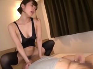 M男の顔面にマンコを擦りつけながらセンズリさせる軟体痴女 篠田ゆう