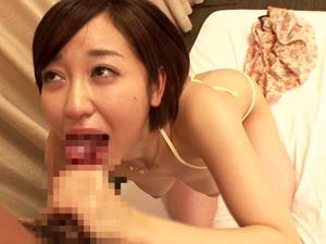 【篠田ゆう】ごっくんオフ会で何本ものチンポを連続フェラ抜きして全て生飲みするザーメンマニア痴女