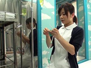 【白井友香】現役ナースがお昼休みにマジックミラー号でSEXしてAVデビュー!!