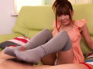 ニーハイ美少女が初めての足コキでぶっといおちんちん踏んづけてイカせちゃう【園咲杏里】