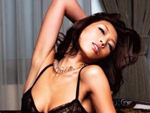 【優木明日花】淫乱ドMなセレブ妻がカメラの前で性体験を告白し敏感マンコを穿られる!