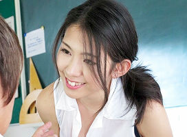【若葉加奈】 思春期の生徒にカラダを密着させて誘惑する淫乱人妻教師 【tube8】