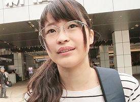 23歳の眼鏡をかけた地味系娘をラブホに連れ込んでチンポを挿入した途端、ヨガり狂うド変態! 【tube8】