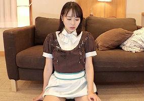 清楚系女子校生が円光! バイト先から持ってきた制服をオヤジたちのザーメンで汚されてしまう! 【tube8】