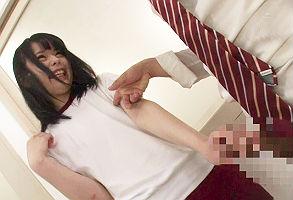 雨でぬれた体操着姿の女子校生の乳首ポッチを見て勃起してしまう男子生徒、そしたら勃起したチンポを馬鹿にしながら股間を触ってきた!! 【tube8】