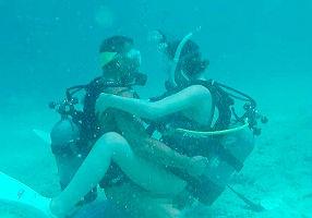 【水野朝陽】 透き通るような海、スキューバダイビングしながら水中でパコパコセックスしてる!!! 【tube8】