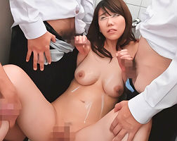 男子生徒たちの公衆肉便器に堕ちてしまう女教師、ヤリたい放題犯される・・・ 【tube8】