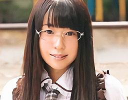 眼鏡をかけたヲタク系女子がAV出演、初めての3Pセックスで何度も絶頂してしまう 【tube8】