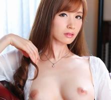 【林ゆな】 スレンダー美熟女の母親に授乳手コキ抜きをしてもらう童貞の息子 【tube8】