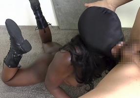 性欲がヤバそうな淫乱黒人女性と日本人男性のハードな調〇プレイ 【tube8】