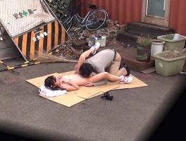 日焼けあとがある幼い女の子に性的なイタズラをする変態ロ〇コンオヤジ 【tube8】