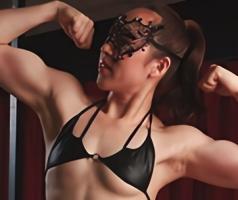 38歳の筋肉質な肉体の美熟女がAV出演、ドスケベな表情でチンポを貪る中出し性交 【tube8】