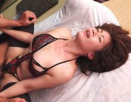 【友田真希】 スケベランジェリー姿で夫の友人と濃密不倫セックスをしてしまう美人妻 【tube8】