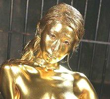 巨乳グラマラスボディの美女が金粉まみれになりながらの濃密セックス! 【tube8】