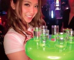 新宿のとあるバーで働いているテキーラガールがAV出演! 店内で泥酔しながらチンポをハメまくる!! 【tube8】