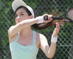 テニス歴13年のテニスプレイヤーがAVデビュー! ちょっとぎこちないフェラチオが妙にエロい!! 【tube8】