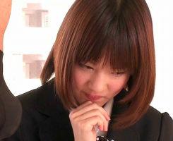 AAカップつるぺたパイパン美女がAVデビュー! 勃起チンポを見せられて赤面するくらいウブ!! 【tube8】