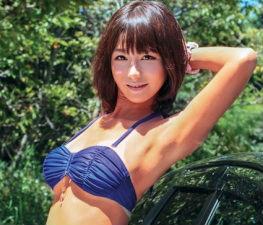 ビキニの日焼け跡がクッキリの残っている小麦肌のGカップ巨乳美女と野外セックス!!