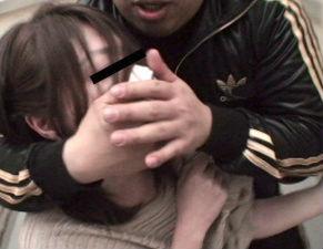 とある鬼畜男の犯行映像、団地妻をエレベーター内でク〇ロホルムを使い昏〇させて中出しレ〇プ!!