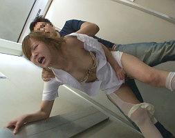 病院内で見つけた美人ナースを首絞めで黙らせて即ハメ!泣いても叫んでも絶対に逃がさない激ピストンレ〇プ!!