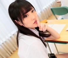アイドル顔の激カワ女子校生は学園で一番のビッチ! クラスメイトの男子を誘惑してパコパコセックス!!