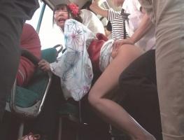 マジックミラー号から降りたあとの素人娘を追跡! バス車内でチカンされて拒み切れずにイキまくる!!