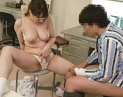 入院生活をしている青年を狙う巨乳ナース! 筆おろしセックスだけでは満足できずに何度もチンポをハメたがる!!